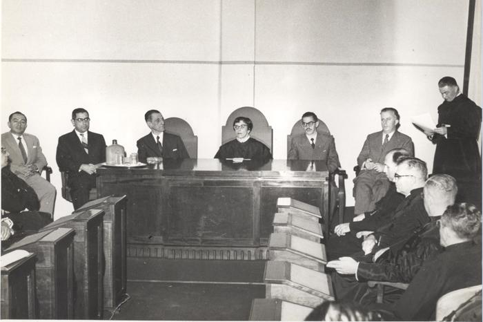 Em 1956  Prof. Antenor da Silva Negrini saúda o Prof. Francisco D´Áuria, homenageado por sua aposentadoria