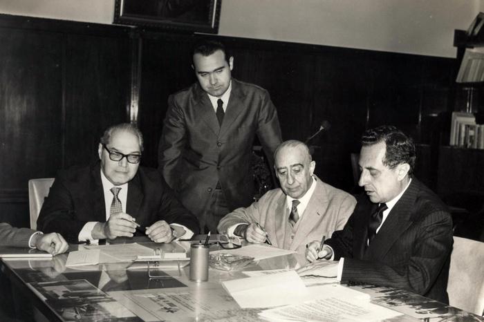 Em 1966 - Convênio entre o IPE a Fundação Ford para instalação do 1º computador na FCEA_Laerte de Almeida Moraes e Miguel C
