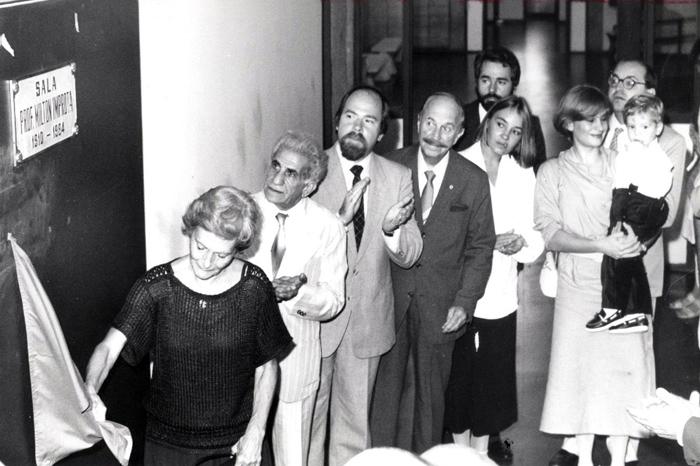 1984 - Inauguração da Sala Milton Improta pela viúva descerra a placa