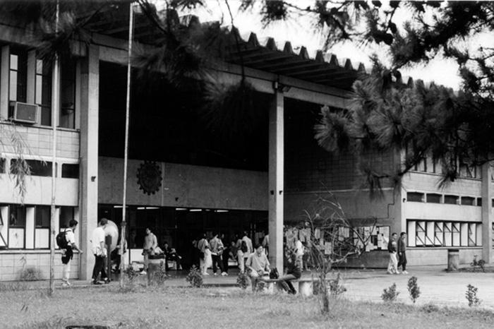 1990 - Fachada da FEA