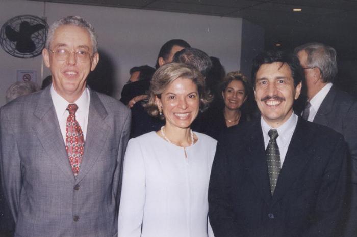 2002 - Posse da diretora Maria Tereza Leme Fleury - Eliseu Martins (esq) e Carlos Roberto Azzoni (dir)