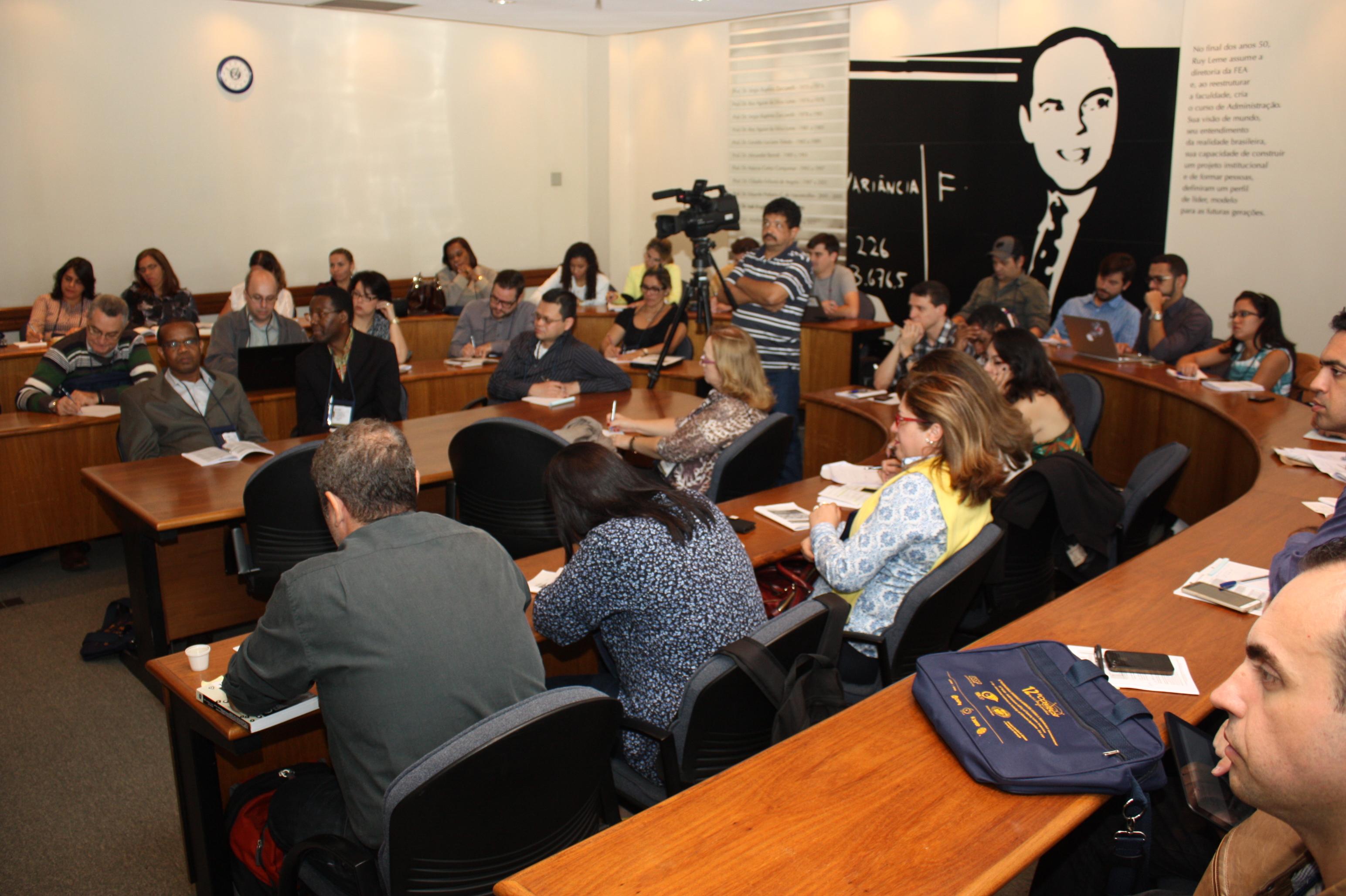 Vista panorâmica do público na sala Delfim Netto - 12º CONTECSI