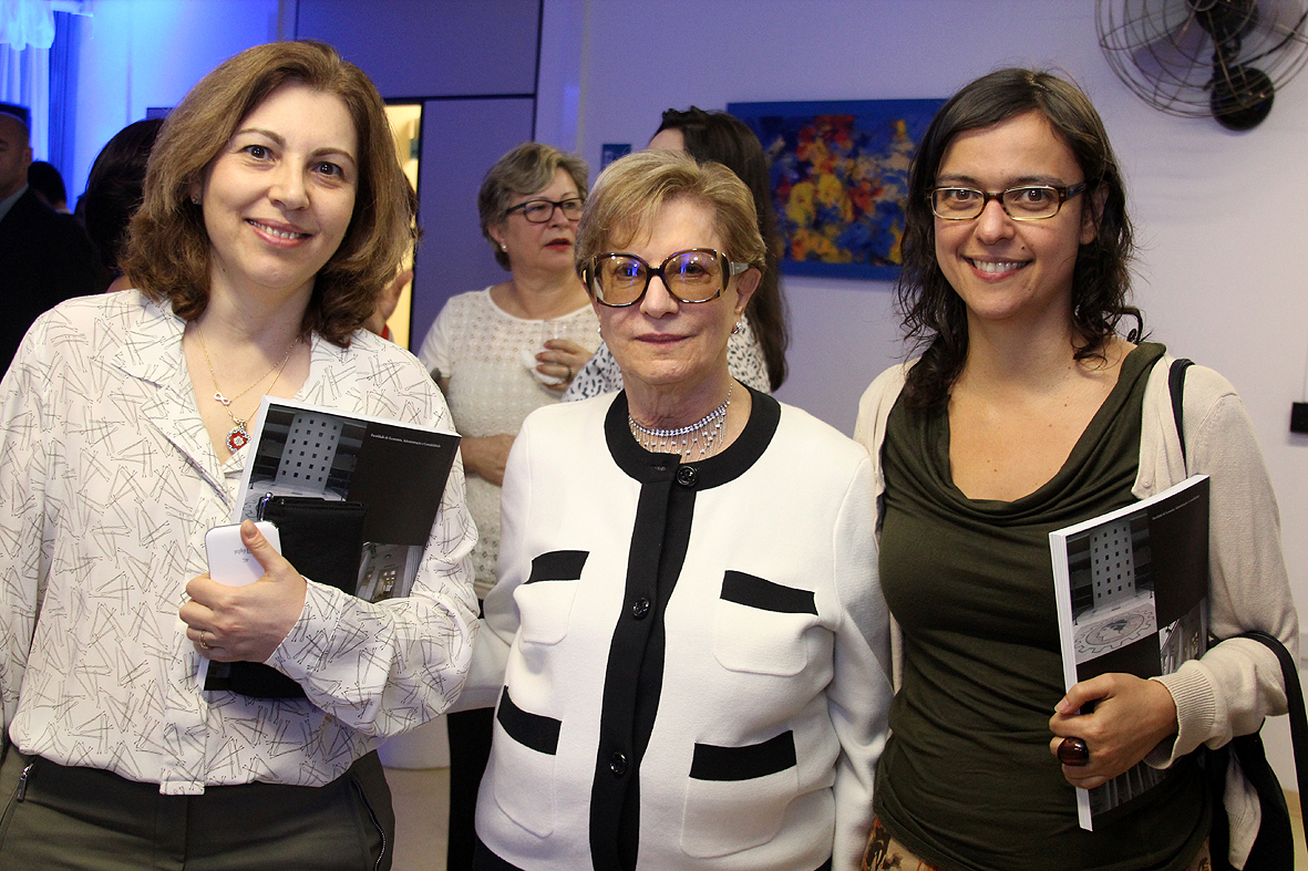 Profas. Maria Dolores Montoya e Fernanda Estevan com Diva Pinho