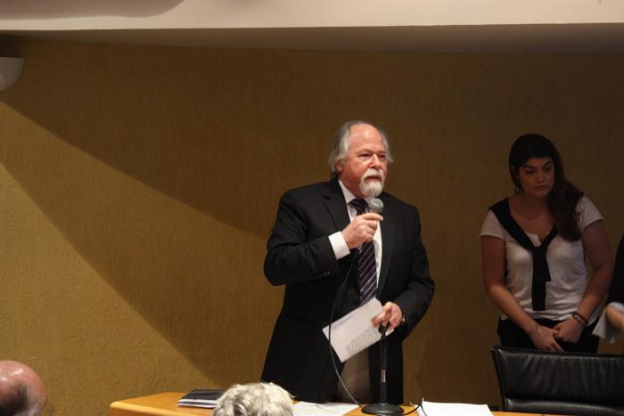 Professor Jacques Marcovitch entrega os prêmios