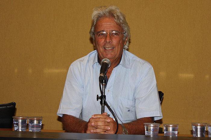 Prof. Ariovaldo dos Santos na homenagem ao Prof. Eliseu Martins