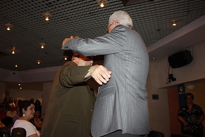 Professor Eliseu Martins abraço prof. Sérgio de Iudícibus