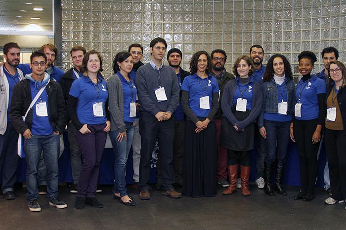 Equipe organizadora com o professor Alexandre ao centro
