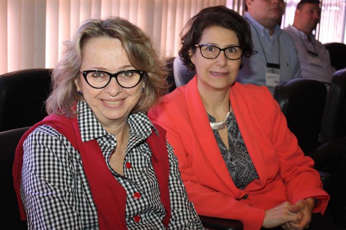 As editoras Maria José Tonelli (RAE) e Maria Sylvia Macchione Saes (RAUSP)