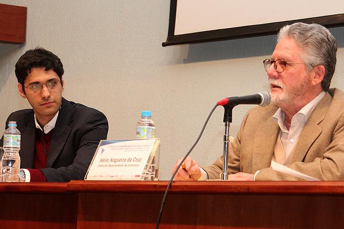 Professor Alexandre Saes e o Chefe do Departamento de Economia, Hélio Nogueira da Cruz