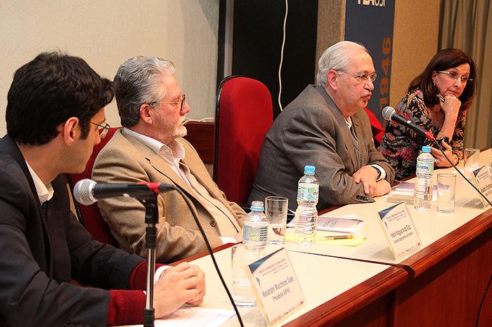 Diretor da FEA, Prof. Adalberto Fischmann, dá boas-vindas aos congressistas
