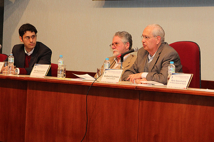 Alexandre Saes, organizador do evento, chefe do Departamento de Economia, Hélio da Cruz e Diretor da FEA, Adalberto Fischmann