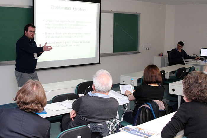 Professor Guilherme Grandi profere palestra