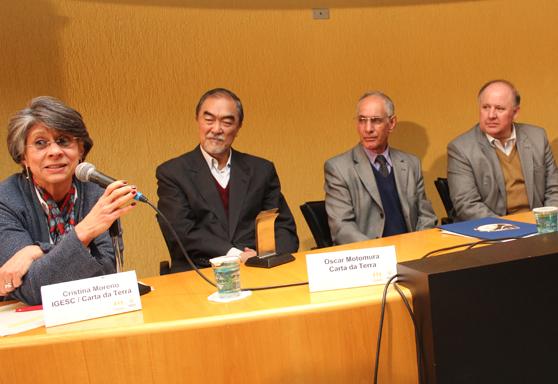 Foto com a mesa do evento