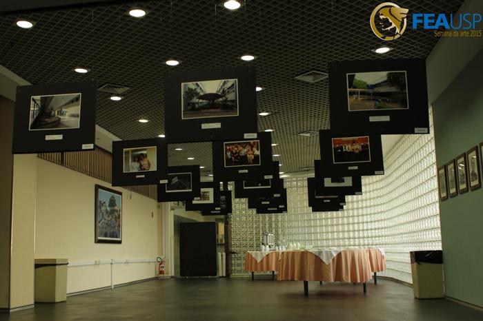 Fotos expostas na ante-sala da Congregação