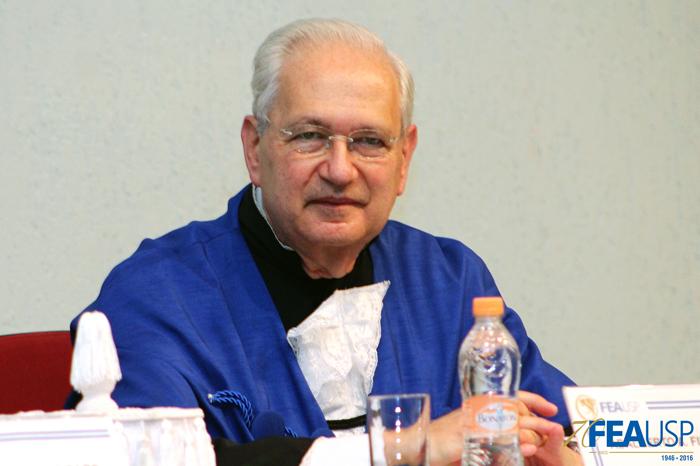 Prof. Adalberto Fischmann, diretor da FEAUSP