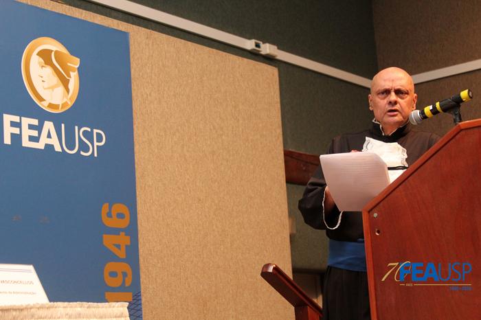 Prof. Denisard faz discurso