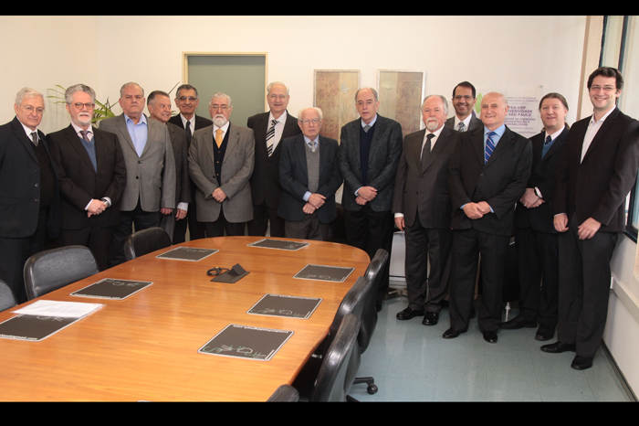 Equipe FEA 70 anos juntamente com Pedro Parente