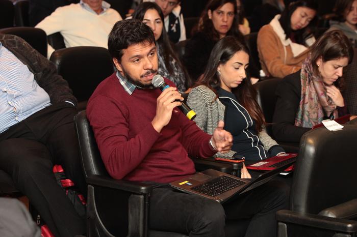Participante indaga Pedro Parente