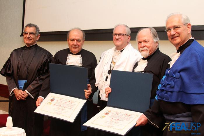 Professores Denisard e Jacques posam com Prof. Vahan, Prof. Zago e Prof. Adalberto
