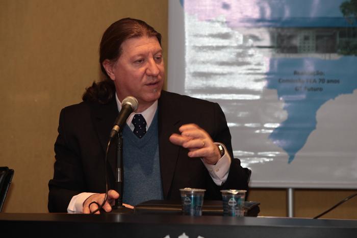 Prof. Edgard Cornacchione, integrante da equipe FEA 70 anos