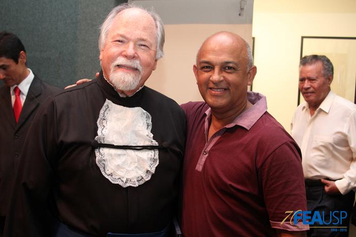 Prof. Jacques com o funcionário Valter Lima