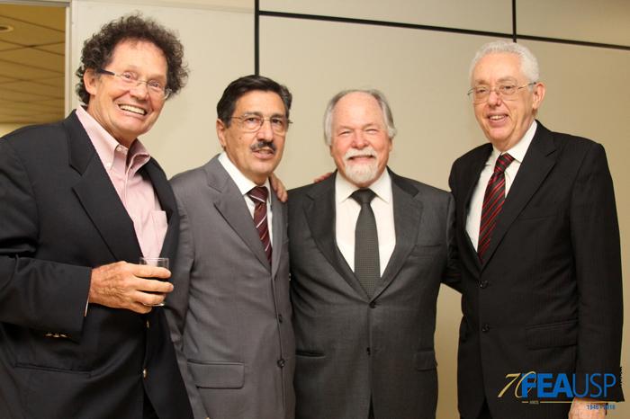 Professores Hélio Janny, Carlos Azzoni, Jacques Marcovitch e Eliseu Martins