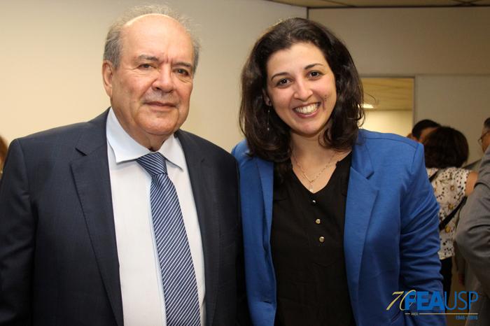 Prof. Denisard posa com profa. Paula Pereda