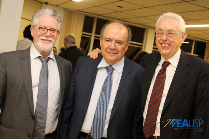 Professores Hélio Nogueira da Cruz, Denisard Alves e Eliseu Martins