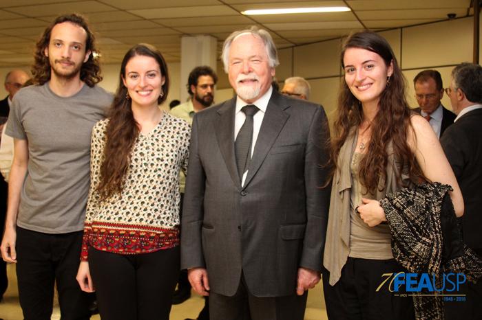Professor Jacques com convidados