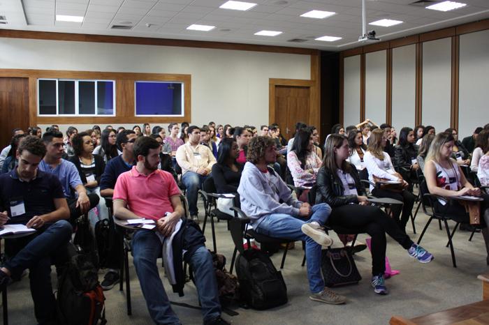 Público da palestra de abertura
