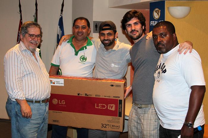 Funcionários recebem prêmios na Sipat