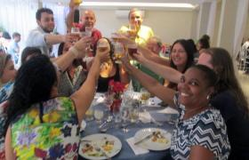 Funcionários da FEA comemoram