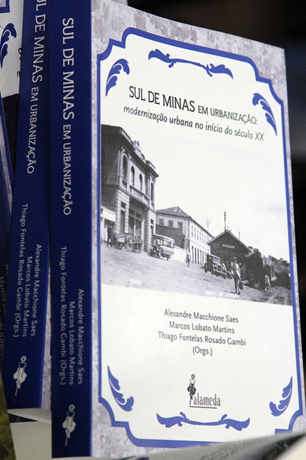 Livro do Prof. Alexandre Saes lançado na ocasião
