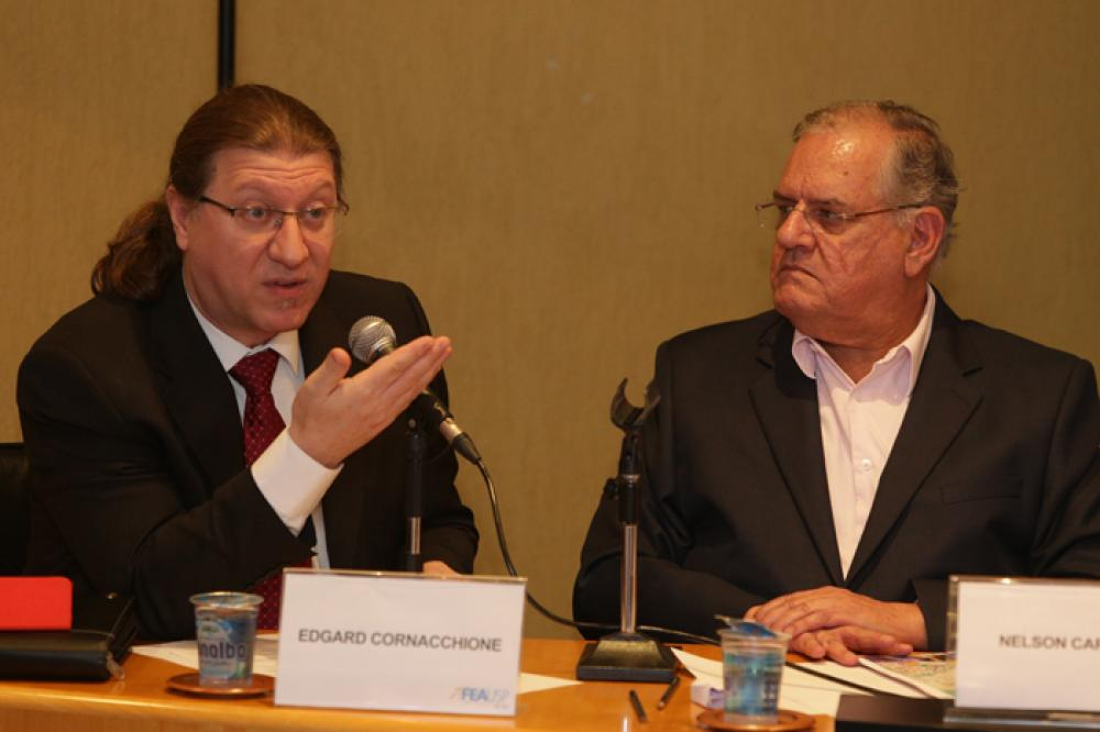 Professores Edgard Cornacchione e Nelson Carvalho