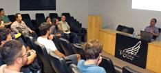 Palestrante Marcelo Medeiros fala ao público na sala Delfim Netto