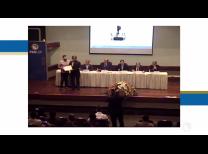 Foto da mesa composta por Professores FEA premiando os premiados