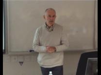 Prof. Simão Silber em sala de aula