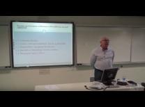 Professor Hélio Zylberstajn ministrando a 12º aula do projeto